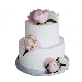 Белый двухъярусный свадебный торт с бутонами пионов