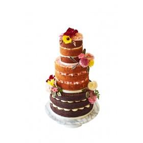 Открытый трехъярусный свадебный торт с цветами