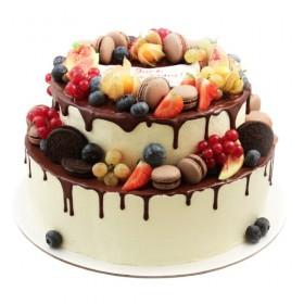 Торт свадебный двухъярусный со свежими ягодами и макарунами