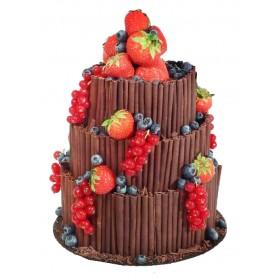 Торт свадебный трехъярусный шоколадный со свежими ягодами