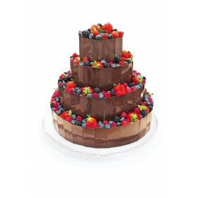 Торт свадебный четырехъярусный, покрытый шоколадом и ассорти из ягод