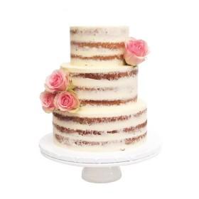 Открытый трехъярусный свадебный торт с розами на боку