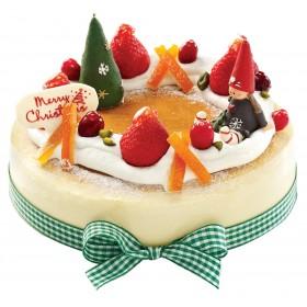Торт  на Новый год украшенный фигуркой елки и ребенка