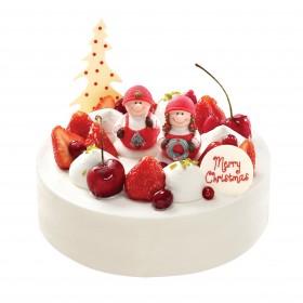 Торт на Новый год украшенный ягодами и фигурками с детми