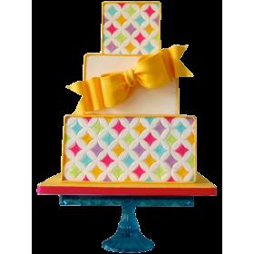Детский торт с различными цветами и желтым бантиком