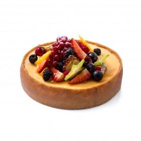 Торт твороженный украшенный свежими фруктами