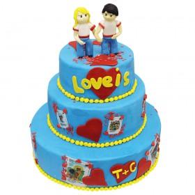 Торт праздничный в три яруса, Лове ис (Love is) покрыт синей мастикой и фигурками девушки и парня