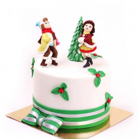 Торт на  Рождество с фигурками девушки и парня