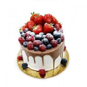 Торт праздничный с большим ассортиментом ягод