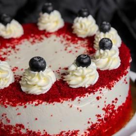 Торт Красный бархат с вишней